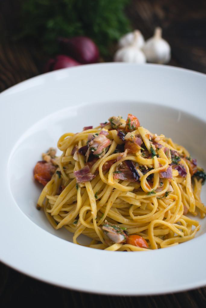 foodiesfeed.com_fresh-pasta-dill-vegetables